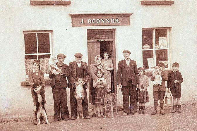 Gus O'Connor's Pub Doolin co. Clare - Irish Traditional Music Pub on Ireland's Wild Atlantic Way - Photo courtesy of Clare County Library